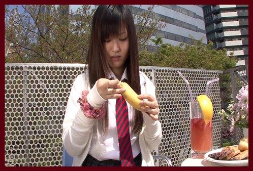 良Asaka引起亚洲青少年的淋浴