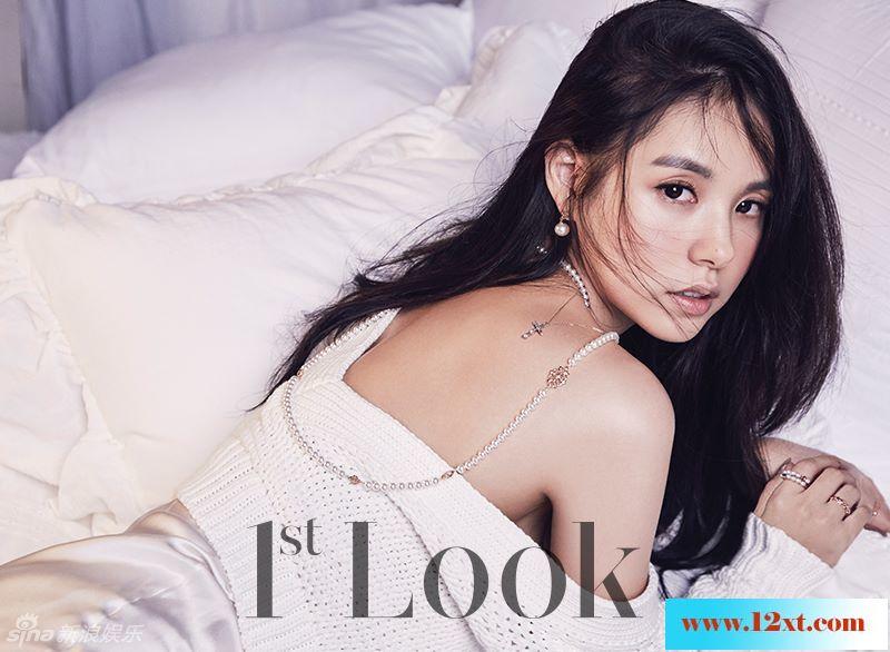 Bigbang太阳女友闵孝琳美背香肩展风情11P