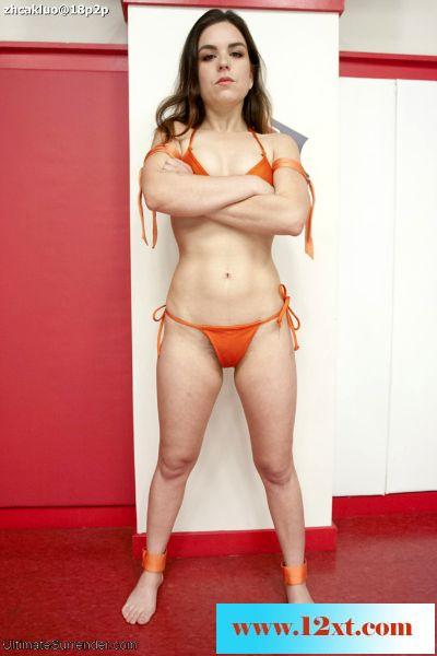 UltimateSurrender――女子裸体摔跤之失败者被强迫喝