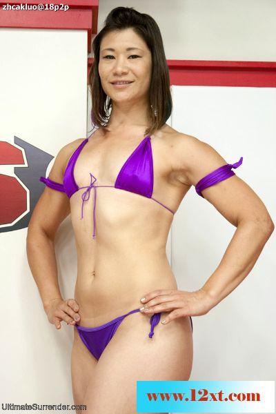 UltimateSurrender——女子裸体摔跤之失败者舔赢家的