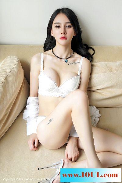 内衣嫩妹沙发上真想让人扑过去【14P】