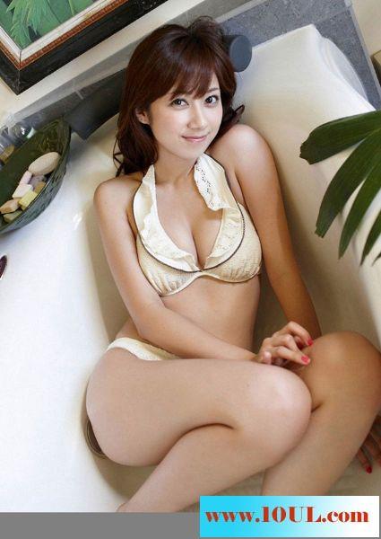 优丽美感女人比基尼展身材10P