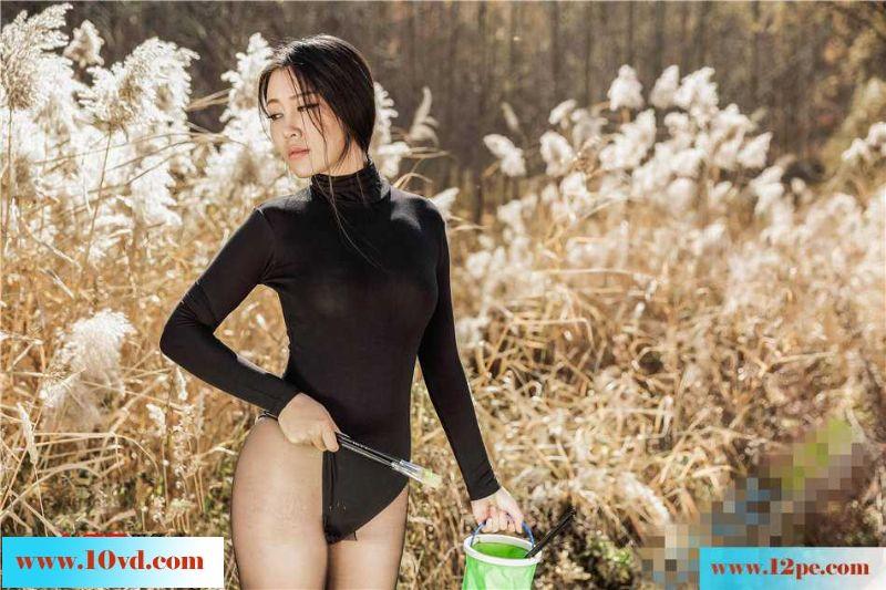 画家户外演绎连体丝袜人体摄影外拍【24P】