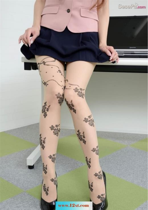 白丝花纹气质白领室内丝足诱惑(21p)