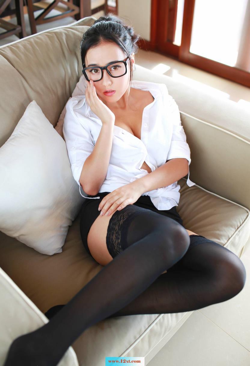 戴眼镜的小可爱(15p)