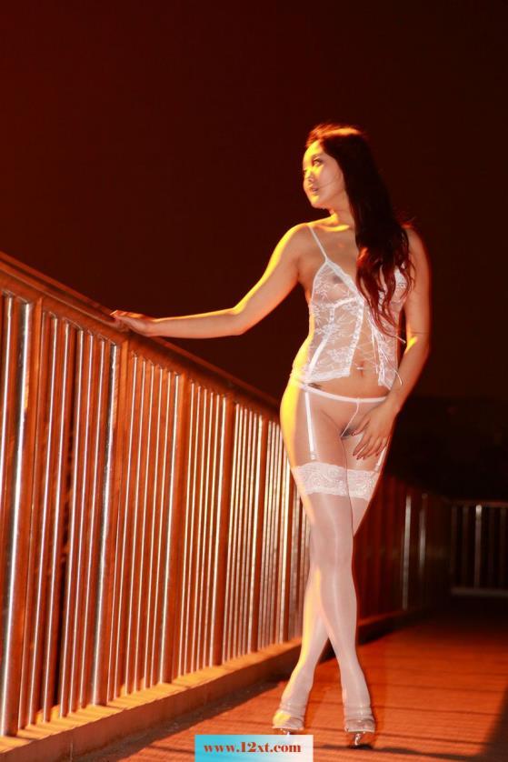 第15期夜景外拍白色连体丝袜(50P)