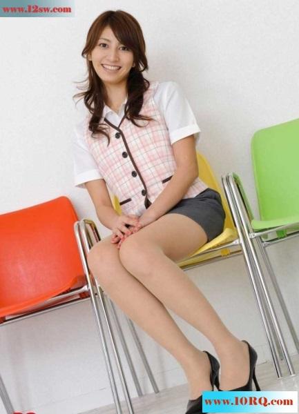 性感教师的制服肉丝美腿诱惑(13p)
