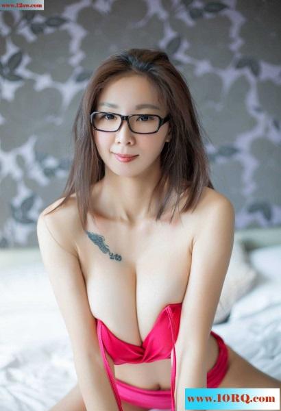 眼镜妹妹是个半裸娇娃(12p)