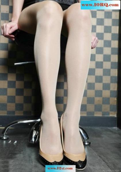 气质熟妇亮晶肉丝裤袜高清大图(25P)