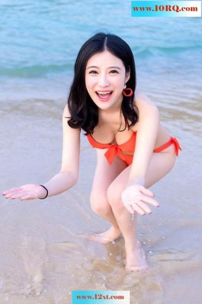 气质美女施亿佳度假写真秀美背【47P】